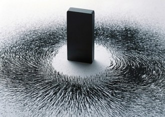 magnet_with_iron_filings_design-606x429